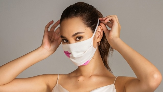 Catriona Gray boosts campaign to give free face masks to urban poor