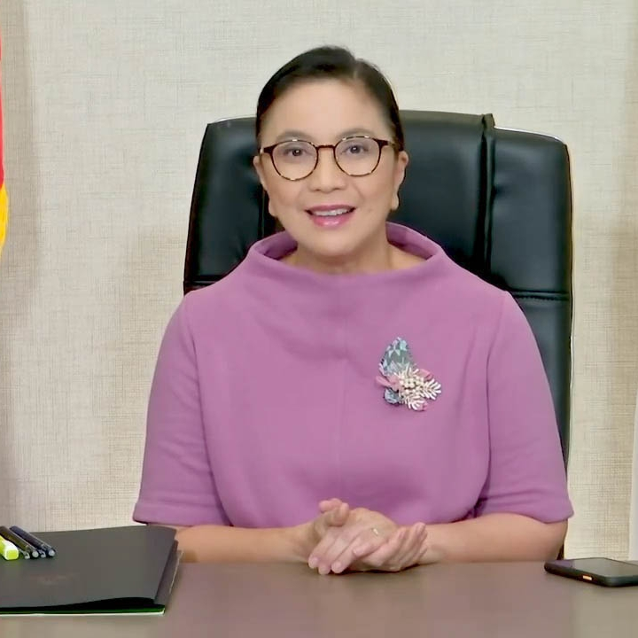Critics hated on Robredo's FB Live look, the VP tells them to #supportlocal