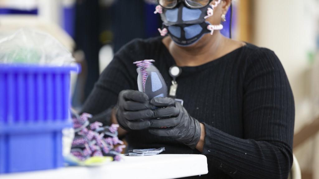rappler.com - Agence France-Presse - Virus hampers US manufacturing growth in November 2020 - survey