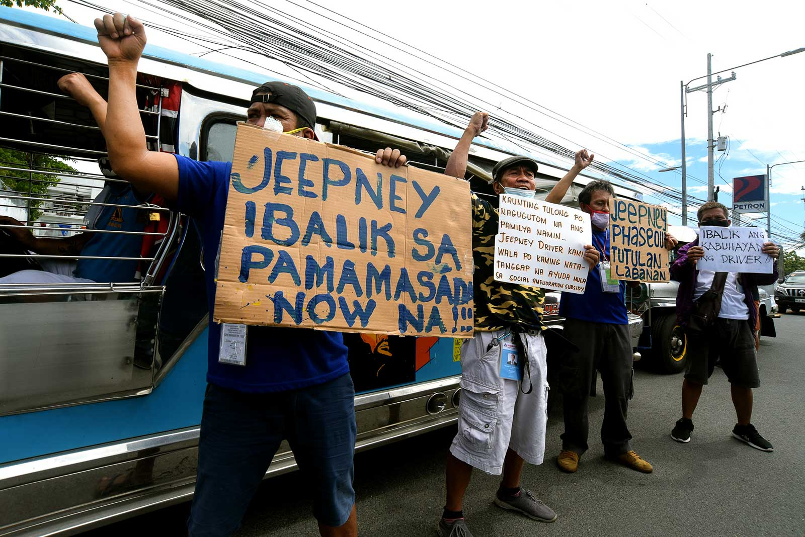 PROTEST. Jeepnery drivers hold a protest along Commonwealth Avenue in Quezon City on June 1, 2020, demanding that the government allow them to operate during the General Community Quarantine in Metro Manila. Photo by Angie de Silva/Rappler