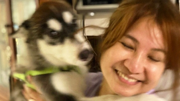 BELOVED PET. Presidential Spokesman Harry Roque's wife Mylah posts a photo of her and her puppy Trebs. Photo from Mylah Roque Facebook