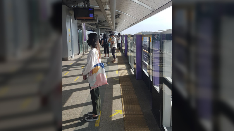 COMPLIANCE. Face-masked riders face the other way to avoid facing exiting passengers on the Purple Line. Photo from Walden Bello