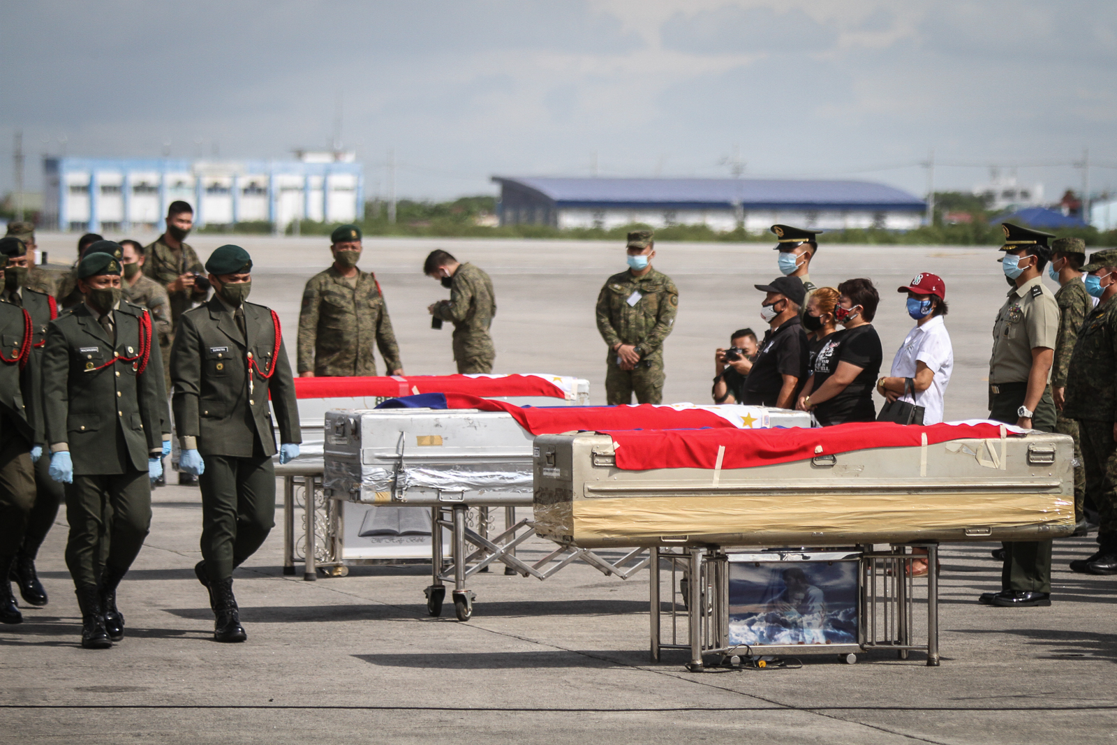 MEMORIAL. The Philippine Army renders arrival honors to the remains of the three soldiers, who were killed in Jolo, Sulu yesterday at Colonel Jesus Villamor Air Base, Pasay City on June 30, 2020. Photo by Inoue Jaena/Rappler
