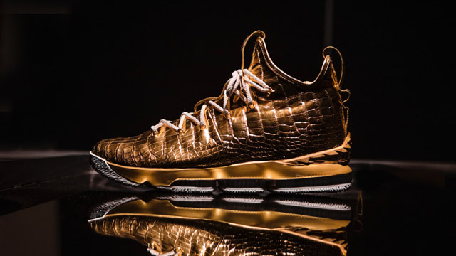 Gold-coated LeBron 15 sneakers fetch P5