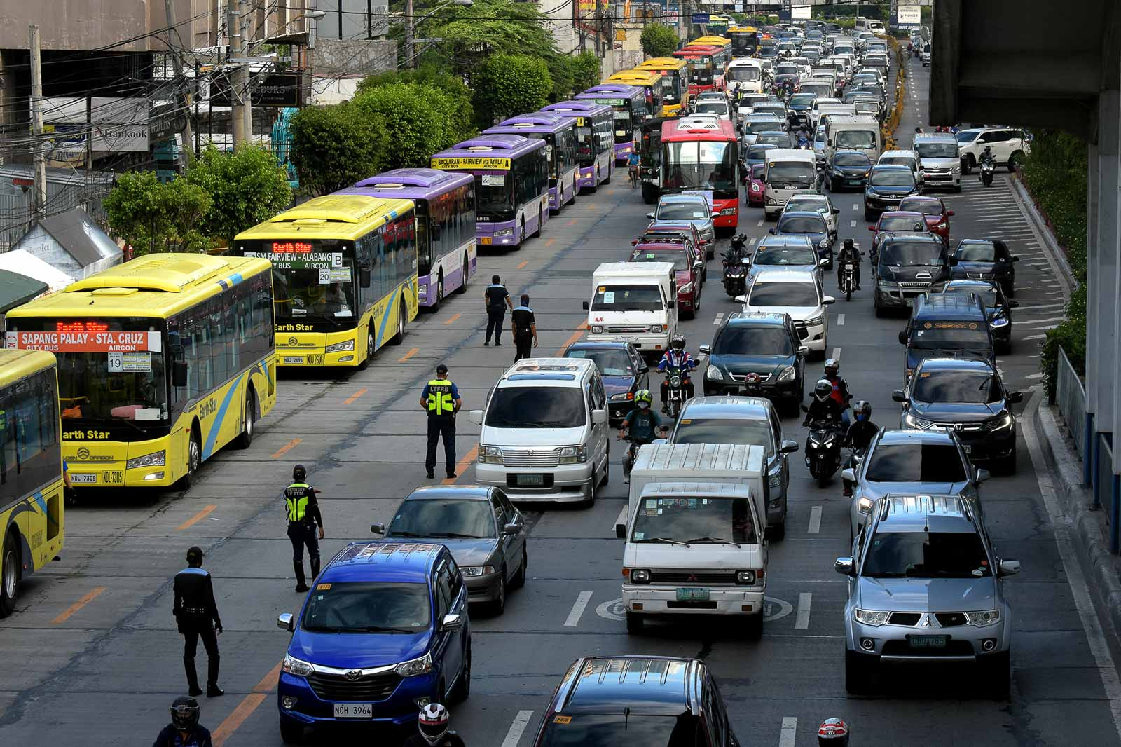 NEW BUS SYSTEM. Buses queue at the southbound lane of EDSA near the MRT North Avenue station as rush hour traffic builds up during the first day of the General Community Quarantine (GCQ) in NCR o June 1, 2020. Photo by Angie de Silva/Rappler