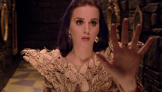 Katy Perry Wears Filipino Designer